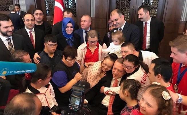 Cumhurbaşkanı Erdoğan Down Sendromlu Çocukları Ağırladı