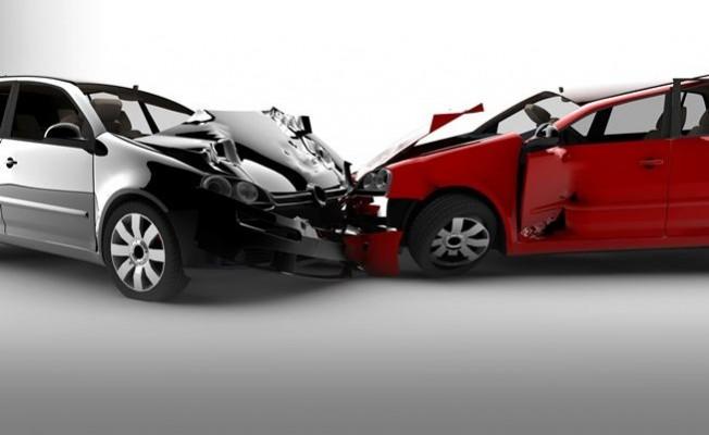 Trafik kazasında yardıma koştu cep telefonu çalındı