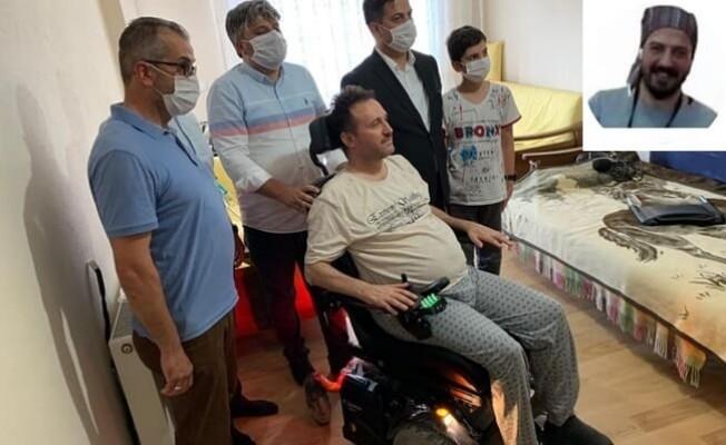 Kaza sonrası felç geçiren eski itfaiyecinin akülü sandalye sevinci