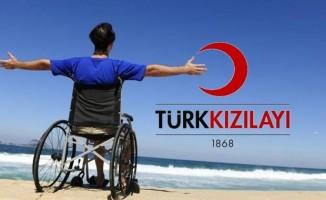 Kızılay engellilere tekerlekli sandalye bağışı yapıyor